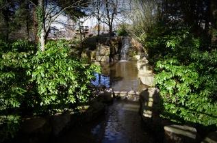 Cascade du jardin Japonais situé sur l'île de Versailles à Nantes